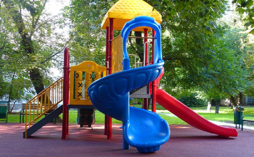 Безопасны ли детские площадки