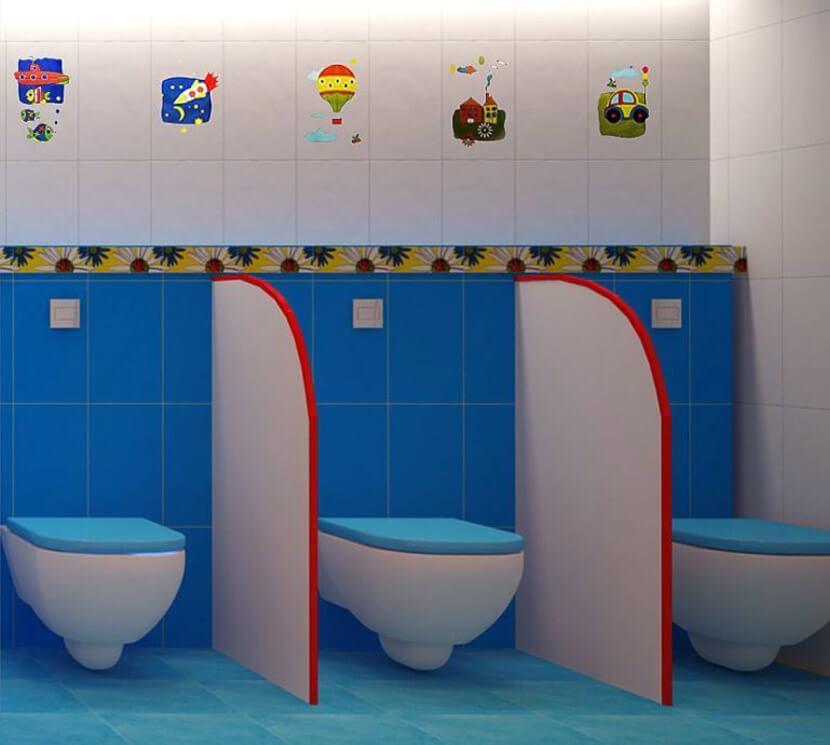 В туалетной младшей дошкольной группе в умывальной зоне устанавливаются 4 детских унитаза