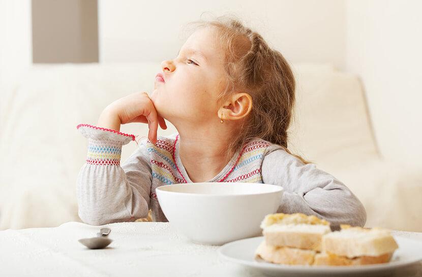 Возможные причины отказа от еды ребенка